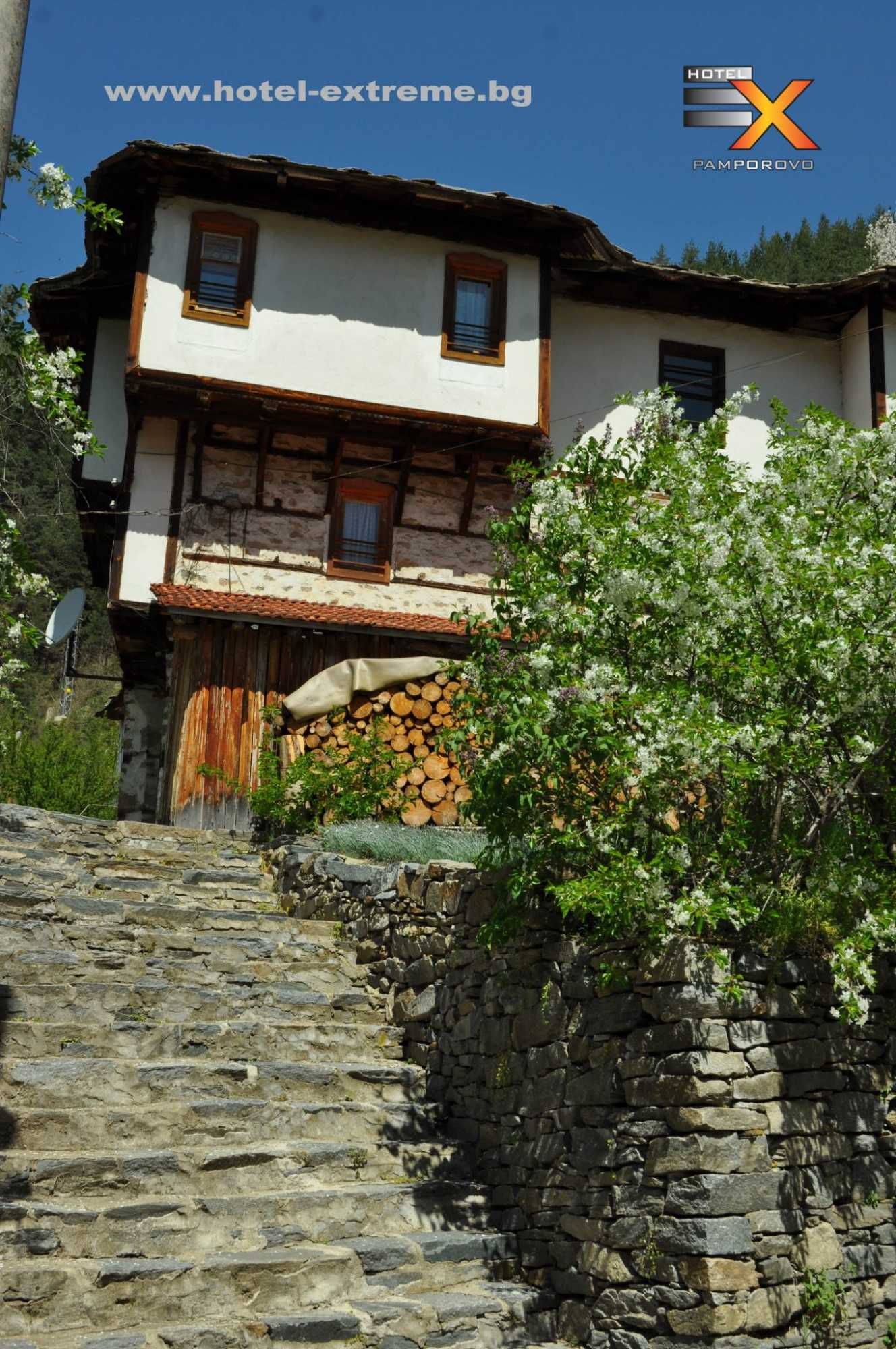 Традиционни родопски къщи в Широка лъка