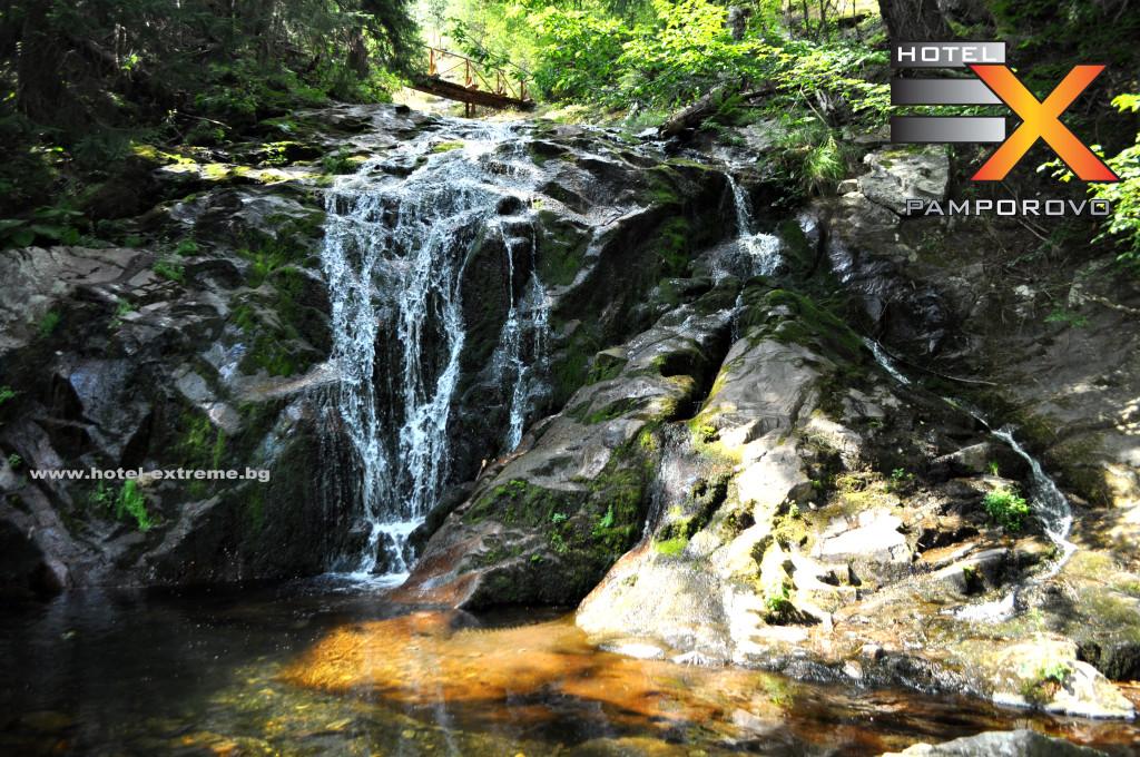 Красотата на водопадите пронизана от слънчевите лъчи