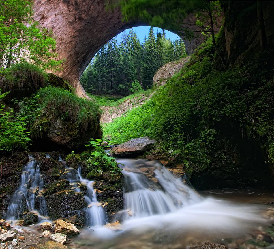 Чудните мостове до село Забърдо