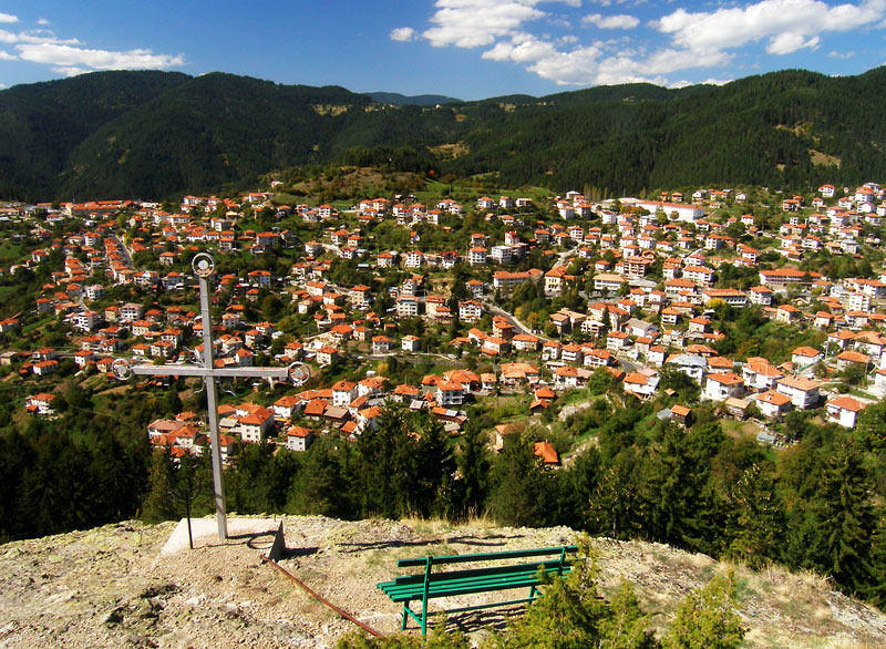 село Момчиловци гледки в Родопите