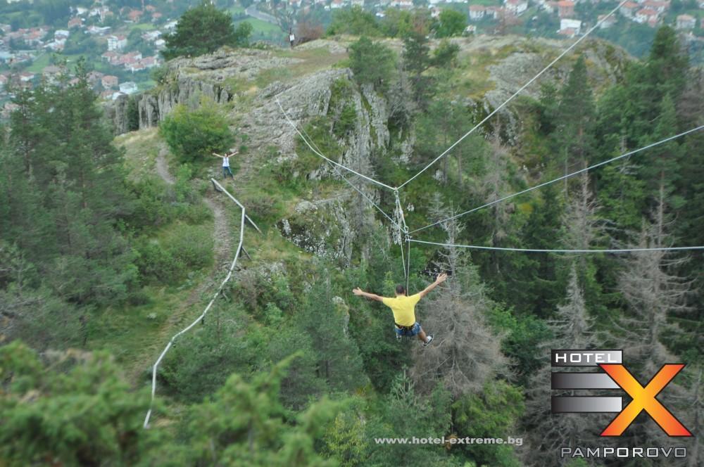 """Спускане """"без ръце"""" по алпийският тролей"""