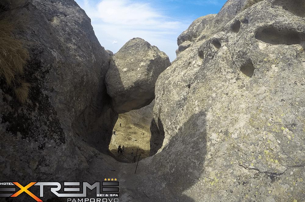 Как се виждат стълбите на Караджов камък отгоре