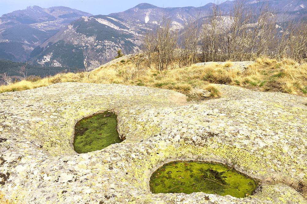 Караджов Камък ямите