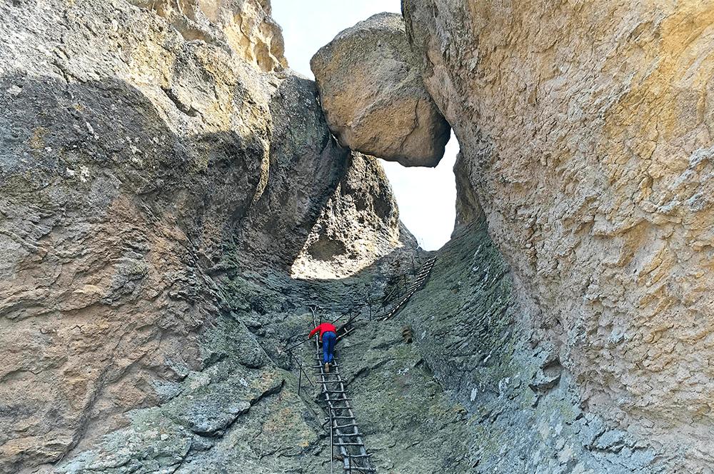Стълбите към Караджов Камък